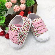 Παπουτσάκι βρεφικό σταράκι με λουλούδια ΠΑΚ590 Floral Shoes, Baby Pants, Baby Socks, Newborn Outfits, Baby Design, Toddler Fashion, Designer Shoes, Adidas Sneakers, Kids Shop