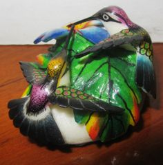 Dos colibris en tagua -Disponible en Weil Art