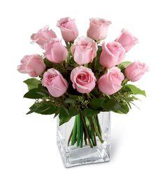 Conseils pour garder vos fleurs en bouquet plus longtemps, tout d'abord quand vous rentrez de chez le fleuriste couper au secateur et non au ciseau et sous l'eau la tige de chaque fleur, cela empêche que de l'air rentre dans la tige, ensuite couper toujours en biseau, mettre de l'eau fraiche dans un vase et y plonger les fleurs, attention à mettre la bonne quantité d'eau, les tulipes par ex demande juste un fond d'eau contrairement aux roses qui en demandent plus ......
