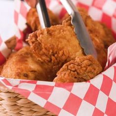 To Make Mama's Fried Chicken There is nothing better than Southern Fried Chicken. Watch this video to perfect your next meal!There is nothing better than Southern Fried Chicken. Watch this video to perfect your next meal! Crispy Fried Chicken, Fried Chicken Recipes, Fried Chicken Marinade, Fried Chicken Seasoning, Air Fryer Recipes Chicken Wings, Perfect Fried Chicken, Fried Chicken Dinner, Air Fryer Fried Chicken, Fried Chicken Wings