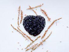 MYDEŁKO CZARNE PIERNIKOWE Blackberry, Pendant Necklace, Cosmetics, Fruit, Handmade, Jewelry, Food, Hand Made, Jewlery