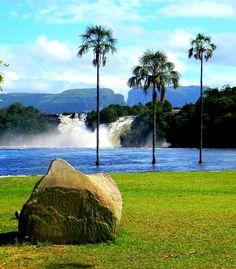 Laguna bella de Canaima, Ciudad Bolívar, donde desemboca el llamado de la selva…