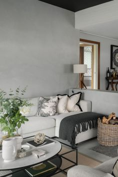 How To Decorate With Complementary Colours #monochromelivingroom #monochramatic #livingroom Living Room Accents, Living Room Colors, Interior Design Advice, Modern Interior, Monochromatic Color Scheme, Soft Furnishings, Room Inspiration, Colours, Staging