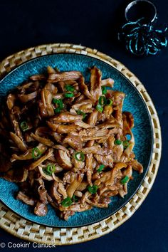 A family favorite! Serve up this slow cooker hoisin chicken rice and veggies for a healthy dinner. 176 calories and 4 Weight Watchers Freestyle SP Slow Cooker Huhn, Crock Pot Slow Cooker, Crock Pot Cooking, Slow Cooker Chicken, Slow Cooker Recipes, Cooking Recipes, Kitchen Recipes, Weight Watcher Dinners, Plats Weight Watchers