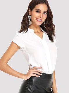 Shop Basic V Neck Shirt online. SHEIN offers Basic V Neck Shirt & more to fit your fashionable needs. Plain Shirts, White Shirts, Fashion News, Fashion Outfits, Cali Fashion, Trench Dress, Beige Style, T Shirt Diy, Shirt Blouses