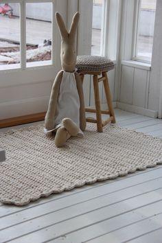 Virkattu luonnonvalkoinen matto