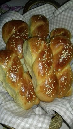 Sweet Buns, Sweet Pie, Greek Desserts, Greek Recipes, Homemade Dinner Rolls, Croissants, Donuts, Cake Recipes, Recipies