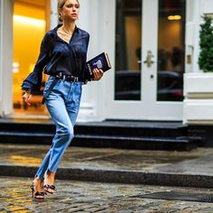 CATCH-a-TREND: Pernille Teisbaek mixing casuel with chic. #catchatrend #streetstyle #jeans #fashionweek