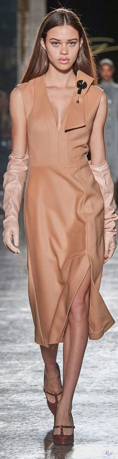 Fall 2020 RTW Genny Love Fashion, Fashion Show, Fashion Trends, Beige, Taupe, Elegant Gloves, Nude Color, Glamour, Slimming World
