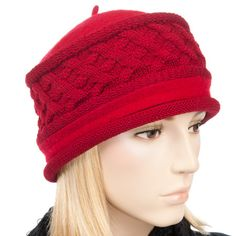 Die Kombination von strapazierfähigem Wollwalk mit einem großzügigen gestrickten Anteil macht die Besonderheit dieser schicken Mütze für Damen aus. Die runde Form mit dem attraktiv...
