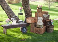 wooden crate/box. caja de madera. wedding. boda. decoration. decoración. vintage. outdoor. garden. jardín.
