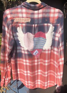 Boho hippe distressed plaid bleached flannel shirt Cut Up Shirts, Tie Dye Shirts, Old Shirts, Hot Topic Clothes, Diy Clothes, Clothes Refashion, Roxy, Shirt Makeover, Tomboy Outfits