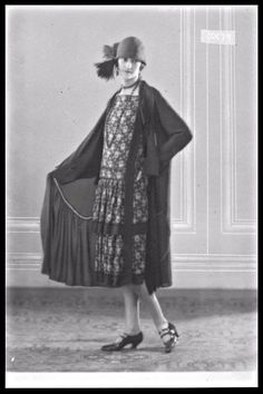 Image of a woman modelling daywear for Vaus and Crampton, 1925.