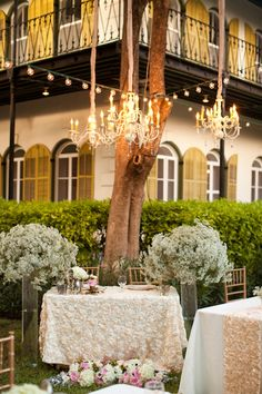 Sweet Heart Table at the Hemingway House with hanging chandelier | Key-West-Wedding-Hemingway-House-sweetheart-table-kate-bentley-events