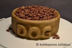 Dog's food bowl cake with Daim nuggets Dog Food Bowls, Bowl Cake, Tiramisu, Dog Food Recipes, Pudding, Ethnic Recipes, Dogs, Desserts, Tailgate Desserts