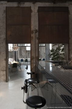 carlo e camilla restaurant, milan Restaurant Milan, Milan Restaurants, Restaurant Concept, Camilla, Industrial Restaurant, Café Bar, Restaurant Interior Design, Restaurant Interiors, Dark Interiors