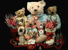 Bear artist Pat Murphy makes scrumptious bears (and more).adore this beautiful grouping. Christmas Teddy Bear, Christmas Baby, Vintage Christmas, Christmas Decor, Merry Christmas, Christmas 2015, Holiday Decor, Steiff Teddy Bear, Teddy Bears