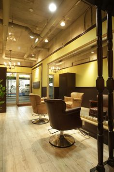 Beauty salon interior design ideas | + hair + space + decor + designs + Tokyo + Japan | Follow us on https://www.facebook.com/TracksGroup <<<【OAO セットエリア】アンティーク 美容室 内装