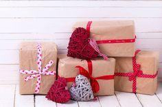 Svatební tombola - seznam cen, tipy na výhry. Pobavte hosty na své svatbě vtipnou, zábavnou a zajímavou svatební tombolou, hra je vhodná pro všechny. Gift Wrapping, Gifts, Wedding, Health, Gift Wrapping Paper, Casamento, Presents, Salud, Health Care