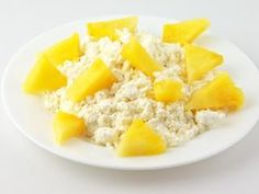 Coconut Pineapple Cottage Cheese http://www.prevention.com/food/cook/fast-and-healthy-breakfast-ideas/coconut-pineapple-cottage-cheese