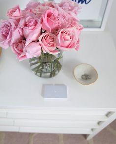Friyay because long weekends! Thank you @odealarose for the beautiful blooms  www.liketk.it/26ezF #liketkit #odealarose #ltkhome #lsathome