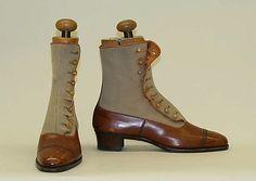 """VanderBiltmore Style"":Ladies Shoes Designer: Peal & Co. (British) Date: Culture: British Medium: leather, wool, cotton. Mode Vintage, Vintage Shoes, Vintage Outfits, Jeanne Lanvin, Antique Clothing, Historical Clothing, Marie Antoinette, Edwardian Fashion, Vintage Fashion"