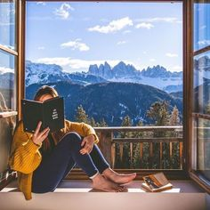 weekend is upon us. Imagine spending here at taking in this incredible view. Cheap Luxury Hotels, Spa Rooms, Wellness Spa, Beautiful Hotels, Yoga Retreat, Christmas Pictures, Alps, Luxury Travel, Travel Photography