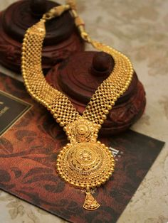 Fabulous and mind blowing gold haram designs with weight.This is a latest 22 carat jewellery with fine finishing and heavy look 14k Gold Jewelry, Gold Jewellery Design, Wedding Jewelry, Quartz Jewelry, Jewellery Diy, Yoga Jewelry, Swarovski Jewelry, Luxury Jewelry, Jewelry Making
