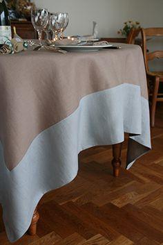 Un tuto bien détaillé pour réaliser votre nappe rectangulaire bicolore en lin ou autres tissus. Bonne couture !!