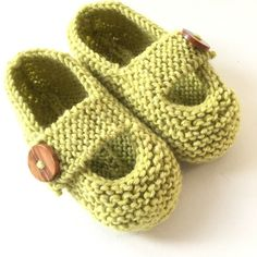 Keelan - Chunky Strap Baby Shoes Knitting pattern by Julie Taylor Arm Knitting, Double Knitting, Julie Taylor, Christmas Knitting Patterns, Knit Patterns, Universal Yarn, Crochet Fall, Baby Scarf, Plymouth Yarn