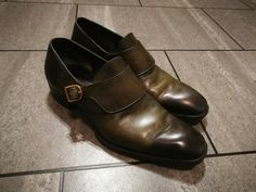 A few small scuffs but nothing you wouldn't get after a few wears out anyway. All photographed, uppers still in good condition, likewise soles. You know what you're getting with Tom Ford, the quality is the very highest possible! Burberry Men, Gucci Men, Loafer Shoes, Loafers Men, Tom Ford Shoes, Brown Brogues, Tom Ford Men, Shoe Deals, Calvin Klein Men