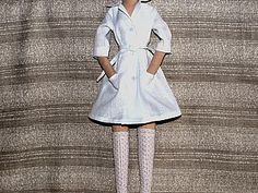 Tailoring medical dressing gown for the doll DIY Barbie Clothes Patterns, Crochet Barbie Clothes, Doll Clothes Barbie, Clothing Patterns, Dolly Dress Up, Sewing Dolls, Barbie World, Diy Doll, Master Class