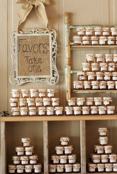 Southern Detail: The perfect southern wedding favor- jam in mason jars! #wedding