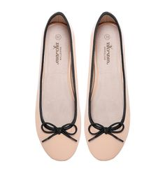 Soya Marchas feature a nude synthetic leather upper, black ribbing & bow, Marcha printed lining and a nude polyurethane insole. These Marchas are durable comfortable and simply perfect for dressing up or. Ballerina Flats, Chanel Ballet Flats, Cute Woman, Lady, Soya, Leather, Women, Fashion, Walking Gear