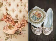 Zapatos en coral y manoletinas para boda