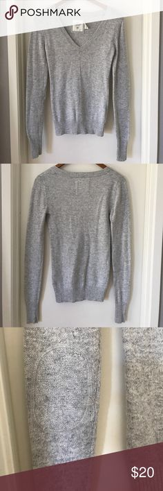 H&M Bodycon Angora V-Neck Sweater in Soft Gray Detailing at elbows add sophistication to this soft sweater, Excellent Condition, Smoke-free, Pet-free, Fast Shipper, 5-Star, Top-Rated Seller, Offers Welcome, Create a Poshmark account with code GWXMV for $5 off, Bundle to save even more  🛍💕💕💕 H&M Sweaters V-Necks