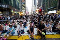 Sit-in im Distrikt Mong Kok: Die Demokratiebewegung in Hongkong will den Druck auf die pekingtreue Regierung durch  Massenkundgebungen erhöhen.