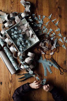 my scandinavian home: 3 Beautiful Christmas Decorations You Can Make From Wallpaper! Bohemian Christmas, Noel Christmas, Homemade Christmas, Xmas, Simple Christmas, Beautiful Christmas Decorations, Handmade Christmas Decorations, Holiday Crafts, Theme Noel