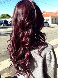 Cheveux rouge cerise
