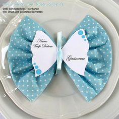 Butterfly place cards + print + turquoise napkins from 12 pieces Butterfly place cards + print + dotted napkins turquoise Butterfly Place, Butterfly Party, Serviettes Roses, Baby Shower Decorations, Table Decorations, Deco Table Noel, Diy And Crafts, Paper Crafts, Printed Napkins