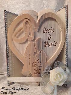 Gefaltetes Buch als Hochzeitsbuch mit Brautpaar, Eheringen und Hochzeitsdatum, als Hochzeitsgeschenk die Idee!