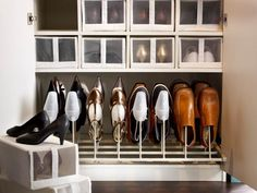 Minimize clutter at the foot of your closet with our KOMPLEMENT shoe organizer and SKUBB shoe boxes.