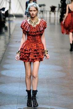 Dolce & Gabbana Spring 2010 Ready-to-Wear Fashion Show: Complete Collection - Style.com