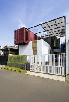 Container for Urban Living / Atelier Riri | ArchDaily