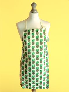 Pineapple apron handmade with water resistant fabric. The perfect pineapple gift. Pineapple Gifts, Pineapple Print, Aprons, Kitchenware, Cleaning Wipes, Printing On Fabric, Hand Drawn, How To Draw Hands, Tropical