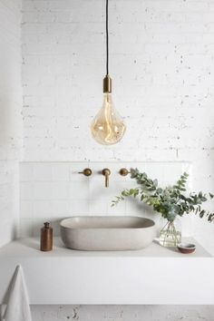 7 Fulfilled Tips AND Tricks: Vintage Home Decor Inspiration Dreams french vintage home decor paint colors.Vintage Home Decor Inspiration Dreams modern vintage home decor subway tiles.Vintage Home Decor Antiques Farmhouse Style. Minimal Bathroom, Modern Bathroom Design, Modern Interior Design, Design Interiors, Modern Interiors, Bathroom Designs, Contemporary Interior, White Interiors, Simple Interior