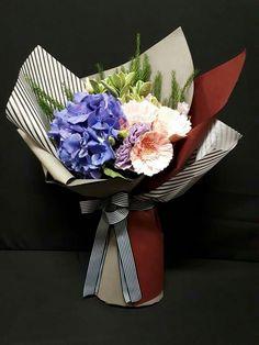 Hand Flowers, Table Flowers, Bridal Flowers, Flora Design, Flower Centerpieces, Floral Bouquets, My Flower, Flower Designs, Floral Arrangements