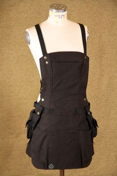 Bionic Apron with Cargo Pockets  Womans Fit by EARTHWORKER on Etsy https://www.etsy.com/listing/259268573/bionic-apron-with-cargo-pockets-womans