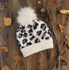 The Leopard Print Slouchy Beanie You've Been Waiting For … Get The Crochet Pattern Today! Crochet Geek, Crochet Crafts, Yarn Crafts, Easy Crochet, Crochet Projects, Beginner Crochet, Geek Crafts, Slouch Beanie, Crochet Beanie