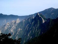 Dinosaur Ridge, Seoraksan http://www.runtheplanet.fr/2013/06/seoraksan-2.html